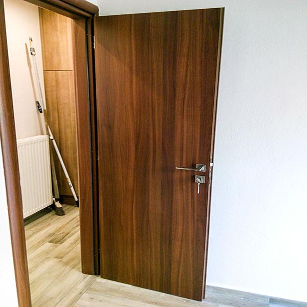 DOOR No 1